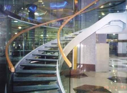גרם מדרגות לובי בזק, מגדלי עזריאלי תמונה מספר 1