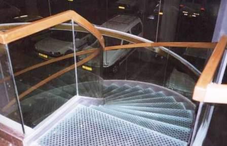 גרם מדרגות לובי בזק, מגדלי עזריאלי תמונה מספר 2