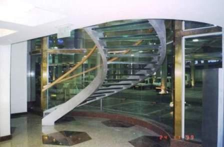 גרם מדרגות לובי בזק, מגדלי עזריאלי תמונה מספר 3