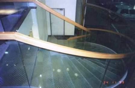גרם מדרגות לובי בזק, מגדלי עזריאלי תמונה מספר 4