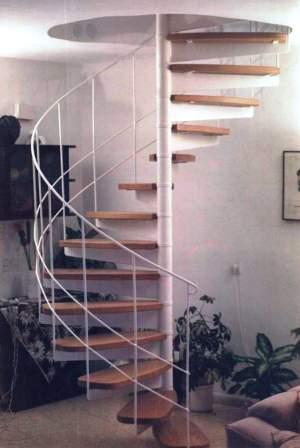 גרם מדרגות בבית פרטי תמונה מספר 1