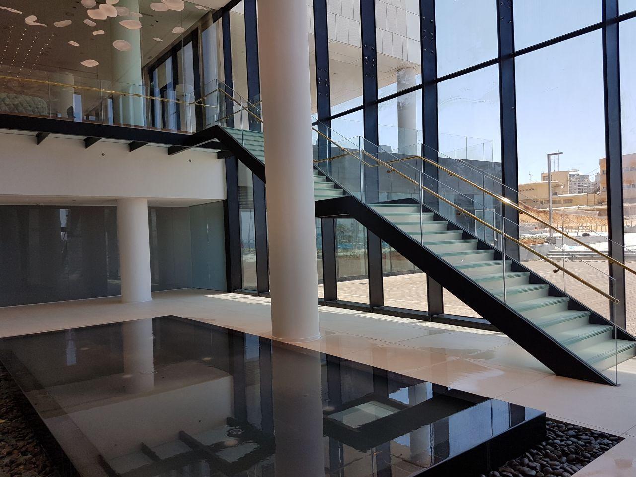 גרם מדרגות וגשר, מלון לגון, נתניה תמונה מספר 4