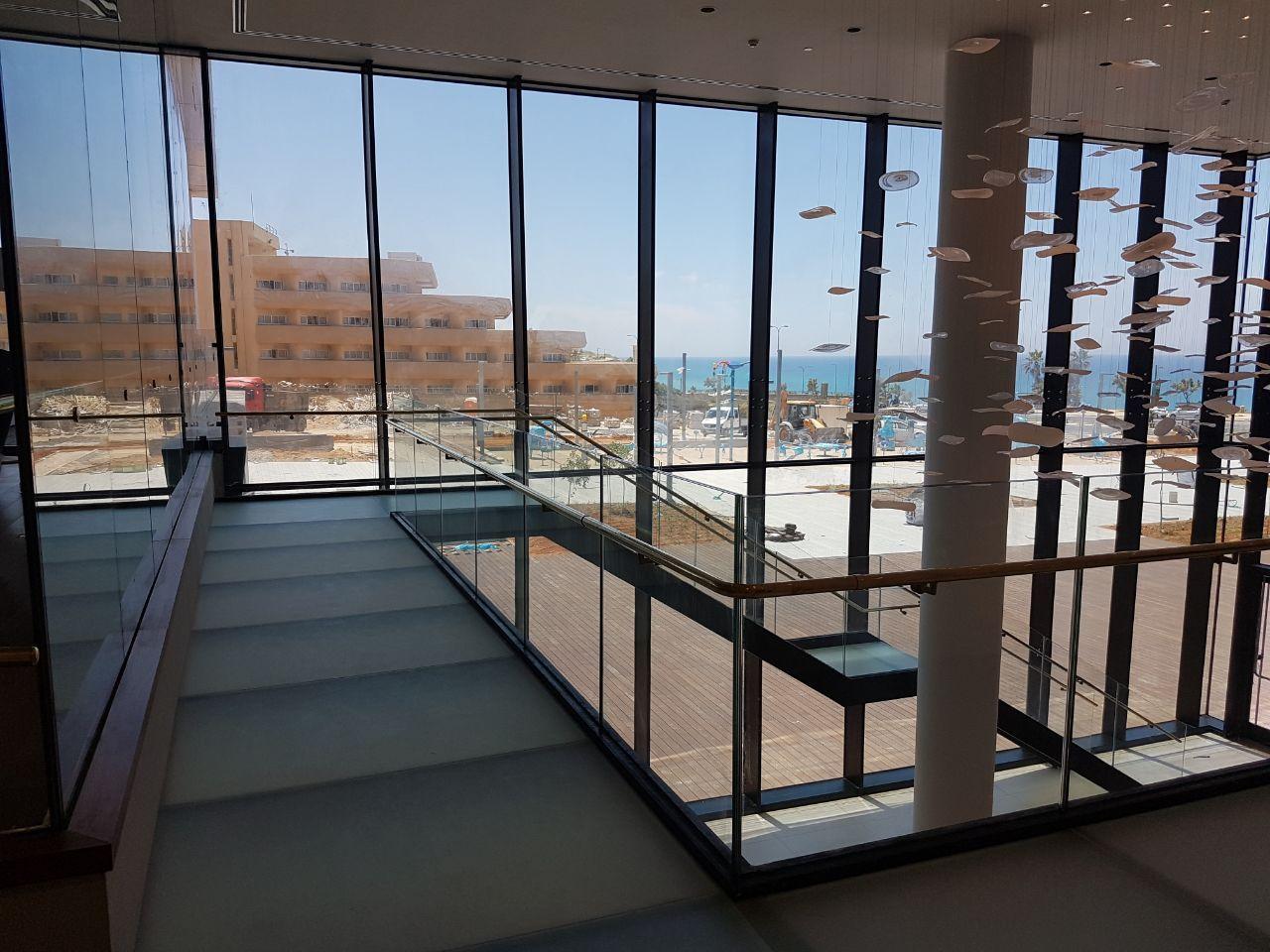 גרם מדרגות וגשר, מלון לגון, נתניה תמונה מספר 7