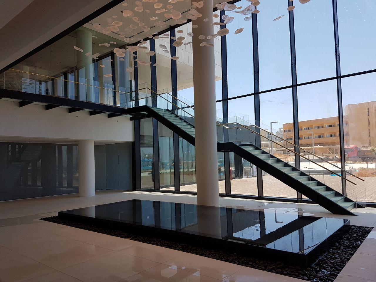 גרם מדרגות וגשר, מלון לגון, נתניה תמונה מספר 1
