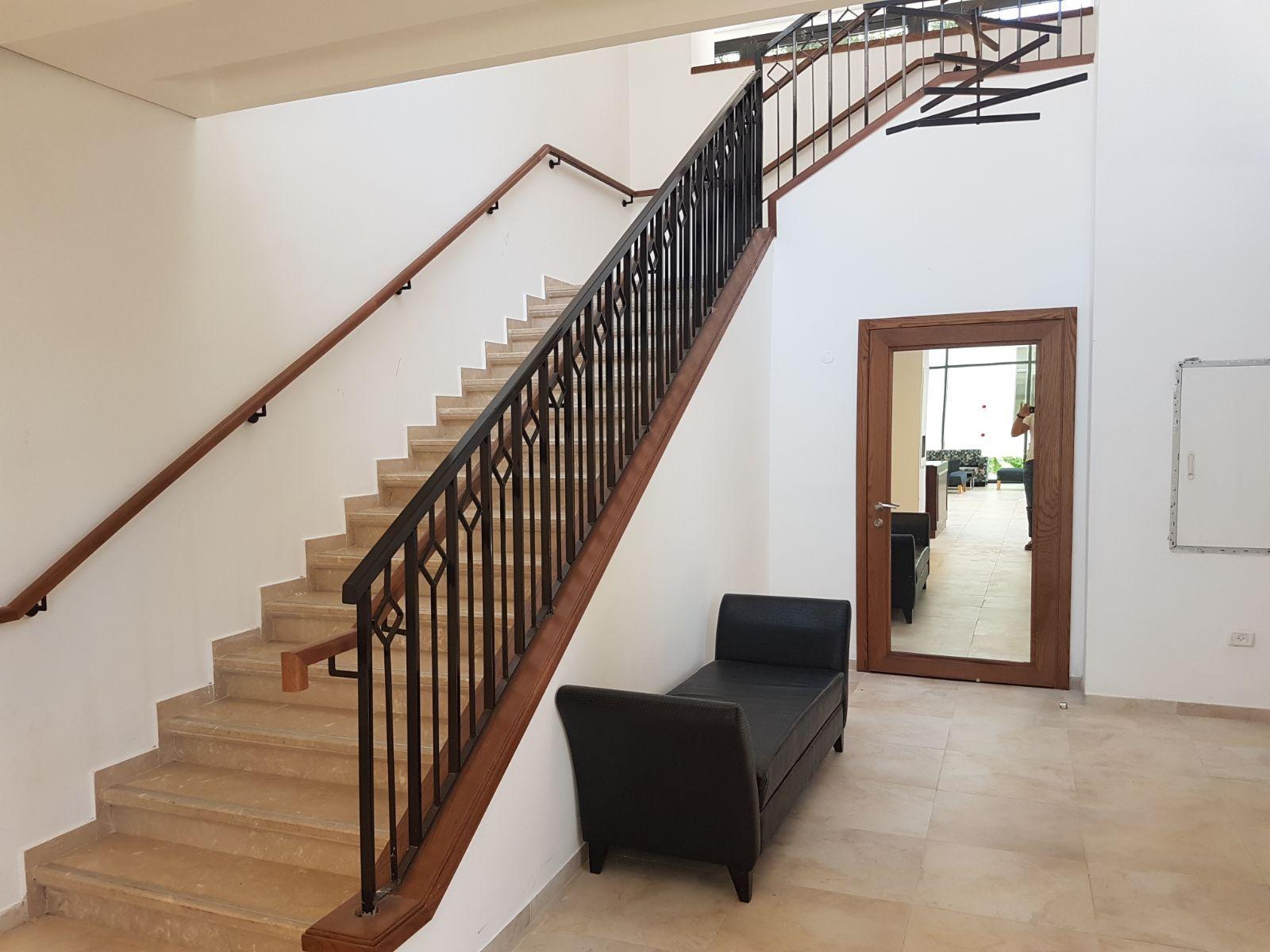 מדרגות מלון