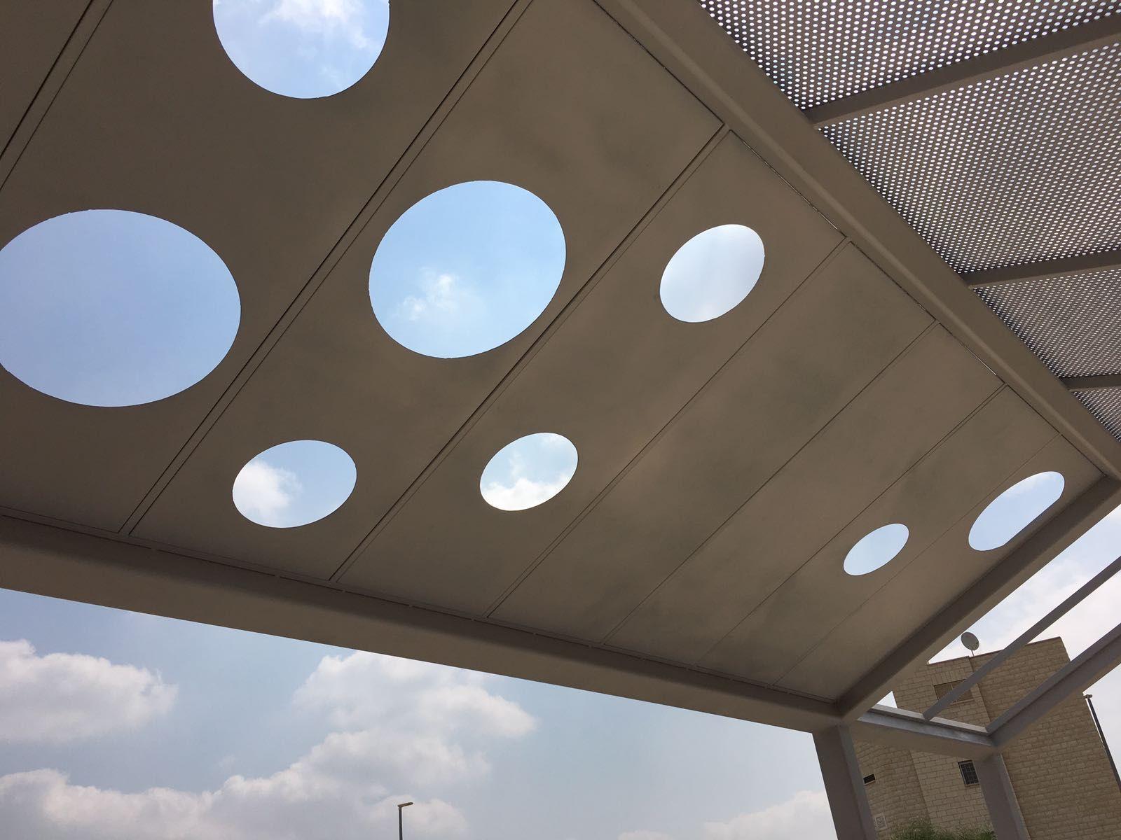 מבנים פריקים, פייר קניג תמונה מספר 8