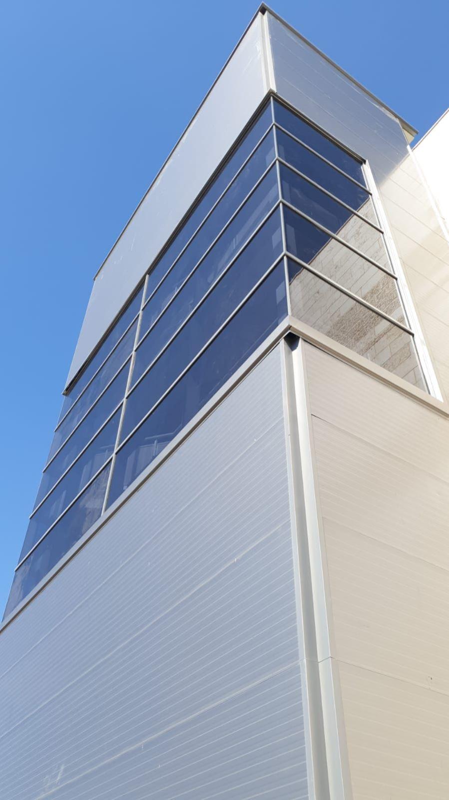 קיר מסך בית חולים לניאדו תמונה מספר 2
